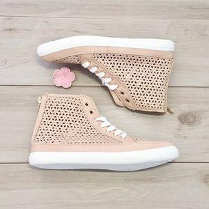 NWOT🌟HP🌟JUSTFAB Nude High Top Sneakers - 7.5